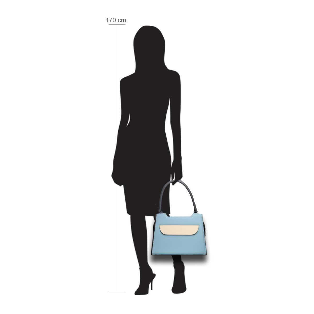 Puppe 170 cm groß zeigt die Taschengröße an . Modell: Lissabon blau weiß