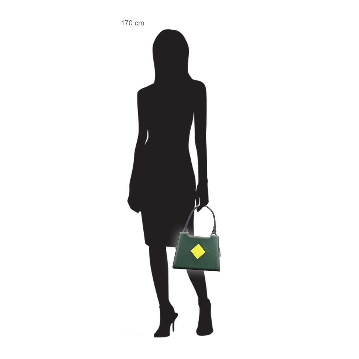 Modellpuppe 170 cm groß zeigt die Handtaschengröße an der Person Modell:Dublin Grün