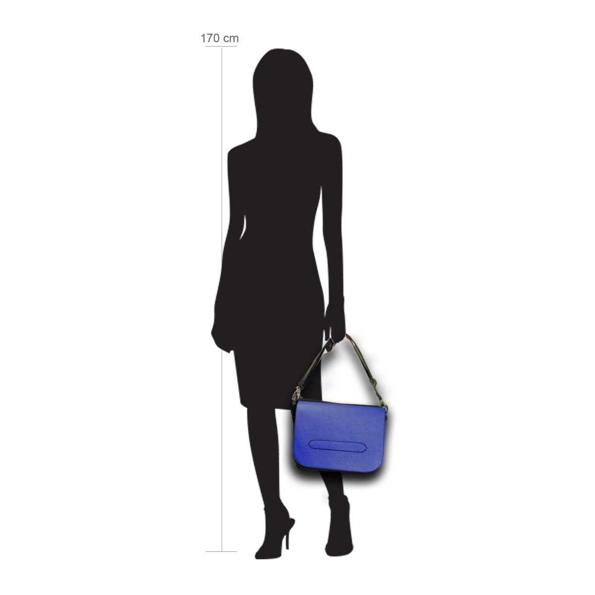 Modellpuppe 170 cm groß zeigt die Handtaschengröße an der Person Modell:Mauritius