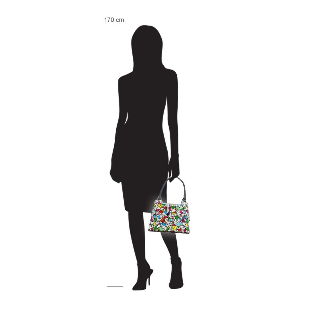 Modellpuppe 170 cm groß zeigt die Handtaschengröße an der Person Modell:Barcelona
