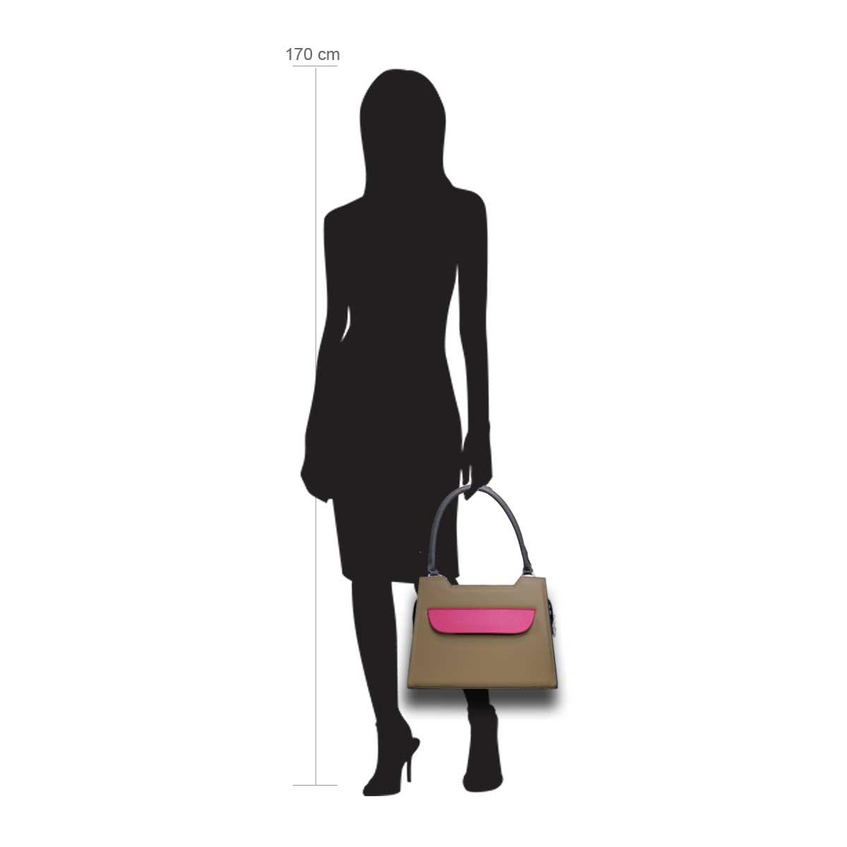 Puppe 170 cm groß zeigt die Taschengröße an . Modell:Lissabon brau pink